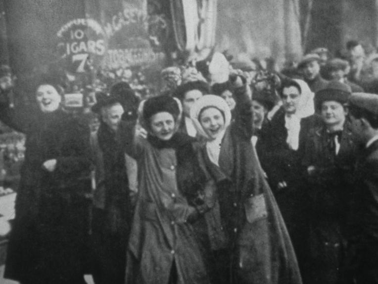 """Huelga feminista """"PAN Y ROSAS"""""""